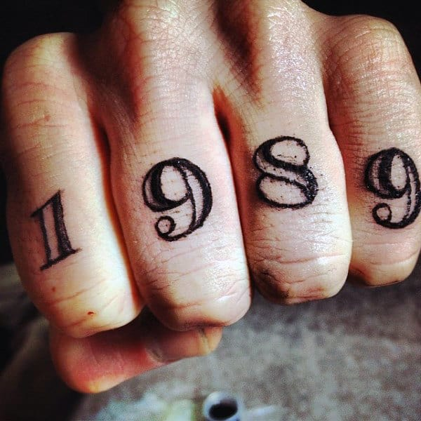 1989 Date Mens Cool Knuckle Tattoos