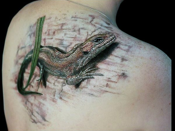 3D Lizard Tattoo On Wall For Male On Back