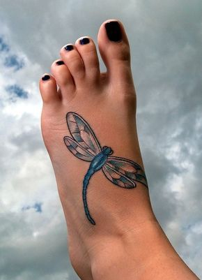 A sapphire blue dragonfly on the feet, so rock that flip flop with it