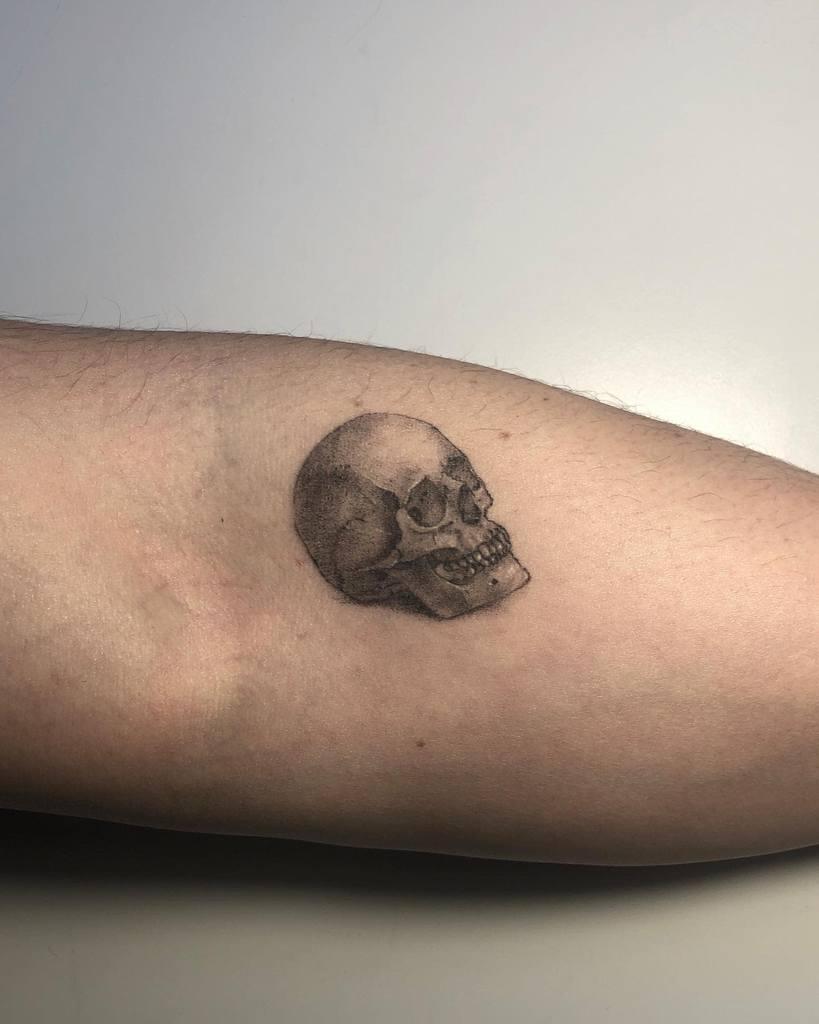 aled-skull-single-needle-tattoo-sourya.ttt