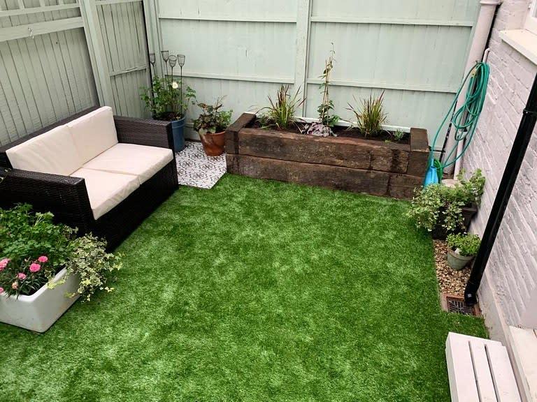 Artificial Turf Grass Free Yard Ideas -blue_trogon