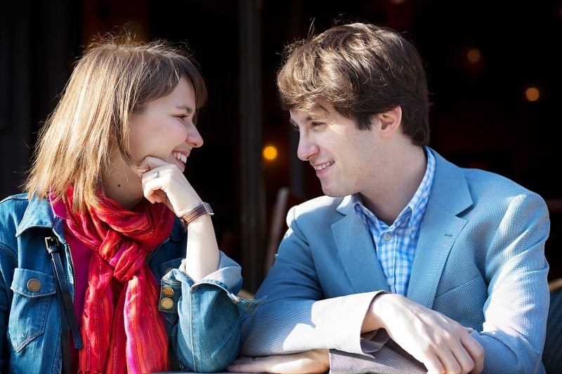 Attempt-Eye-Contact-First-Way-To-Approach-Women-In-The-Real-World