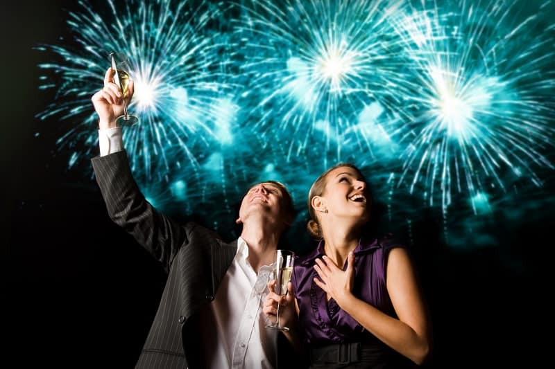 Attend-a-Fireworks-Display-To-Keep-The-Romance-Alive