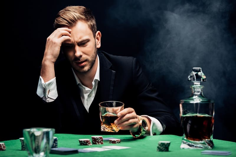 Avoid drinking too much when gambling - BlackJack Strategy