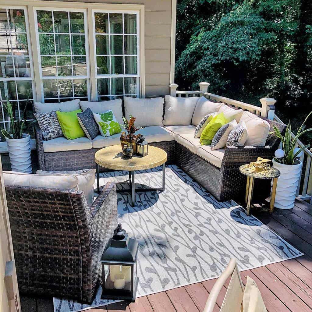 Backyard Deck Decorating Ideas -indhiras_home