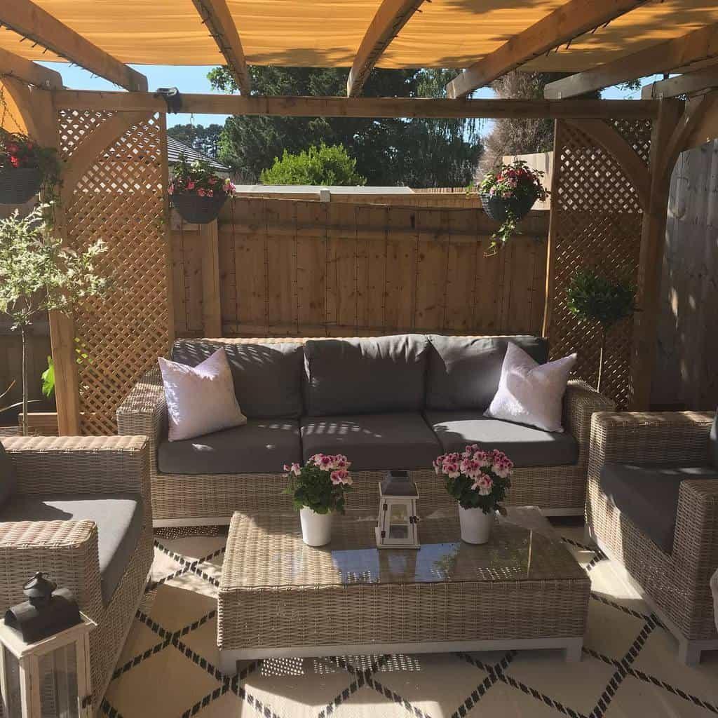 Backyard Deck Privacy Ideas -o.s_myhomedesign