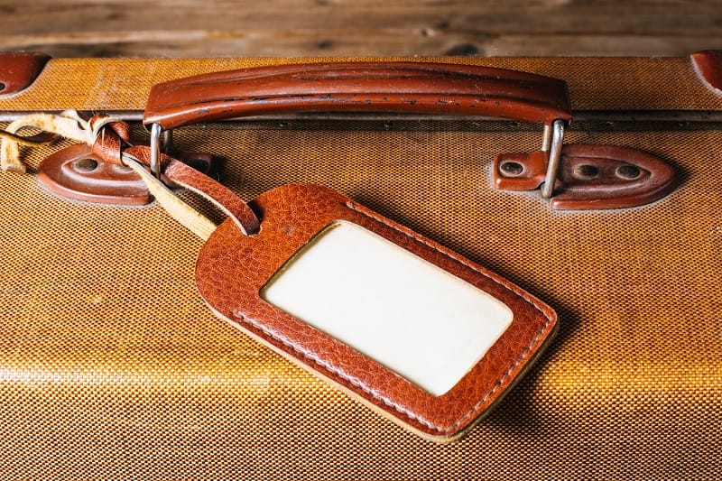 Top 20 Best Luggage Tags For Men – Safeguard Your Suitcase