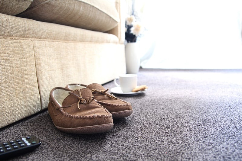 Top 13 Best Men's Slippers – Cozy Style Guide