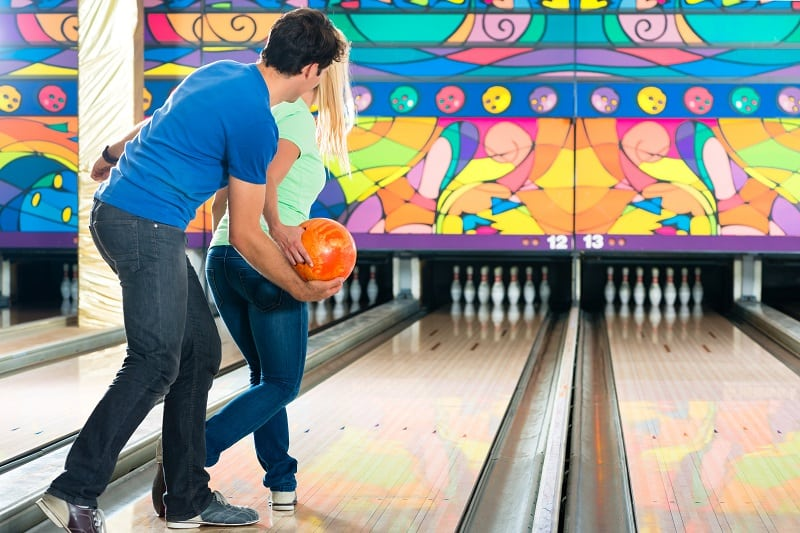 Bowling-Best-Hobbies-For-Couples