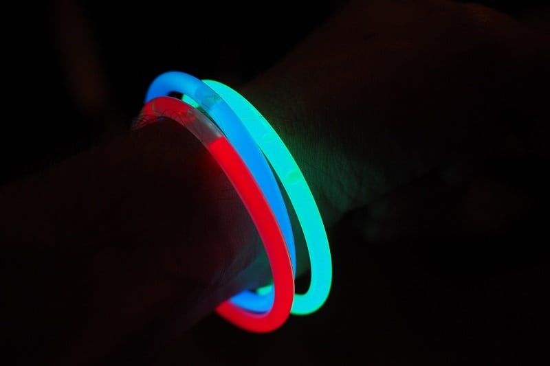 Carry-Glow-Sticks-Tactics-And-Techniques-To-Master-Wilderness-Survival