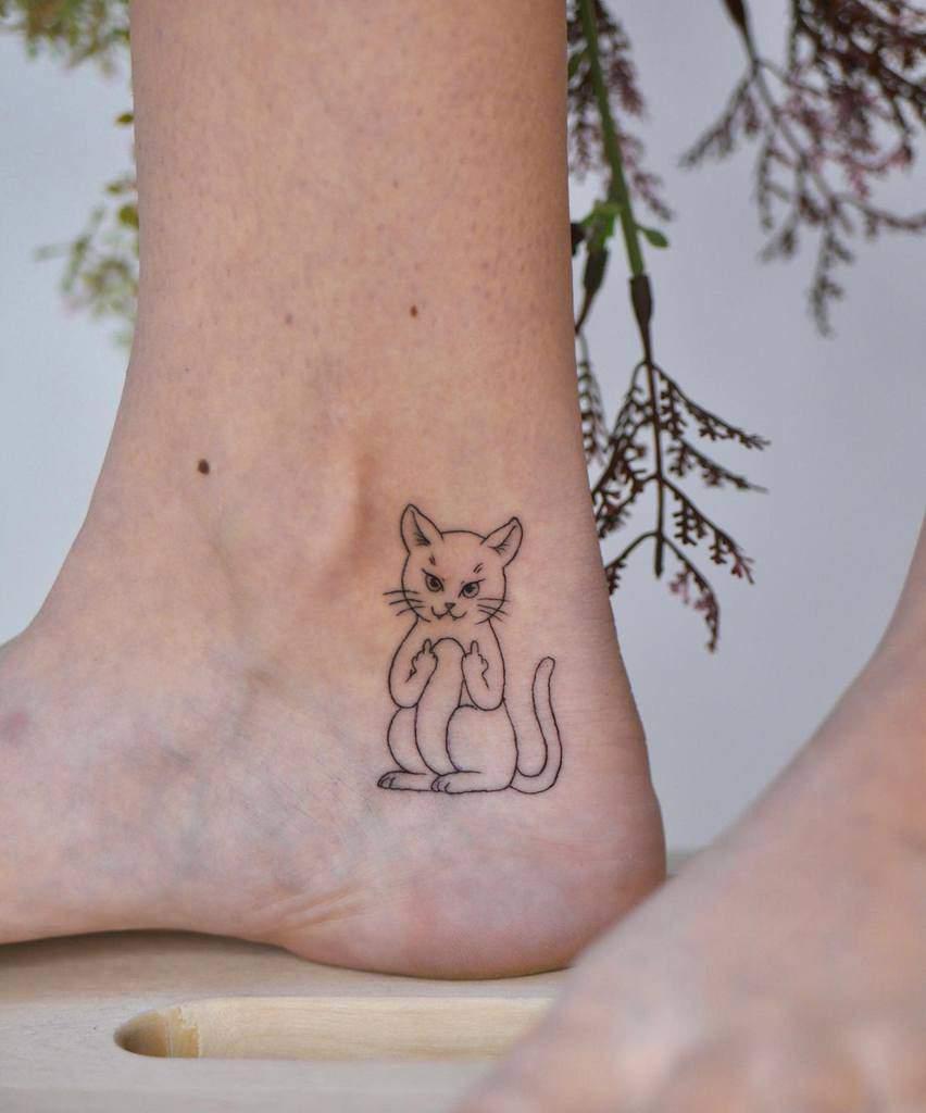 Cat Outline Ankle Tattoo yamae.tattoo