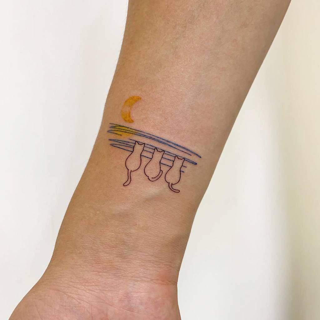 Cat Outline Wrist Tattoo bora_tattooer