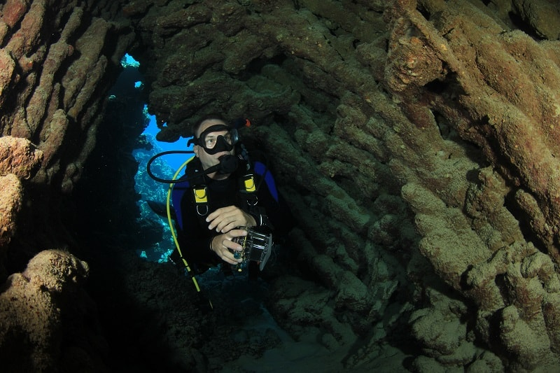 Cave-Diving-Extreme-Sports-Ever-Man-Needs-to-Experience