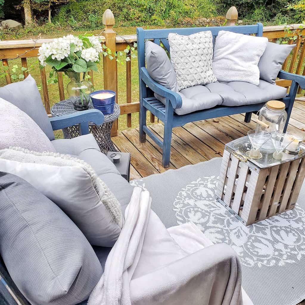 Cozy Deck Decorating Ideas -mrs.desedge