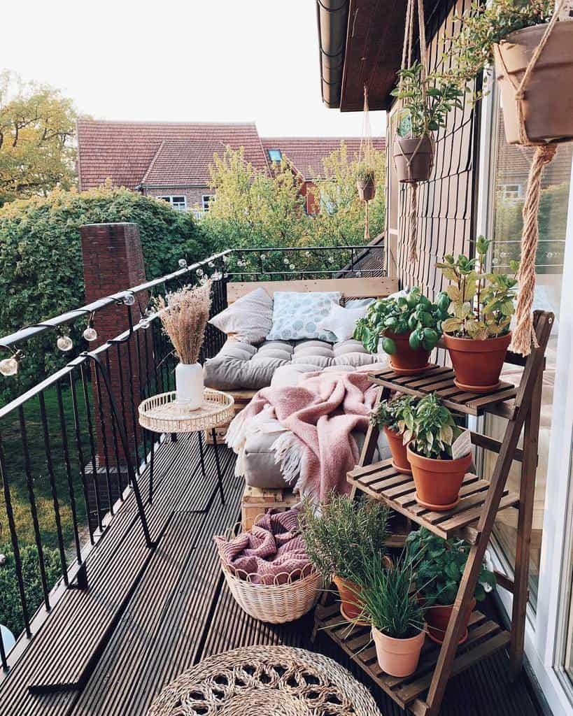 Cozy Deck Decorating Ideas -toni_and_telli