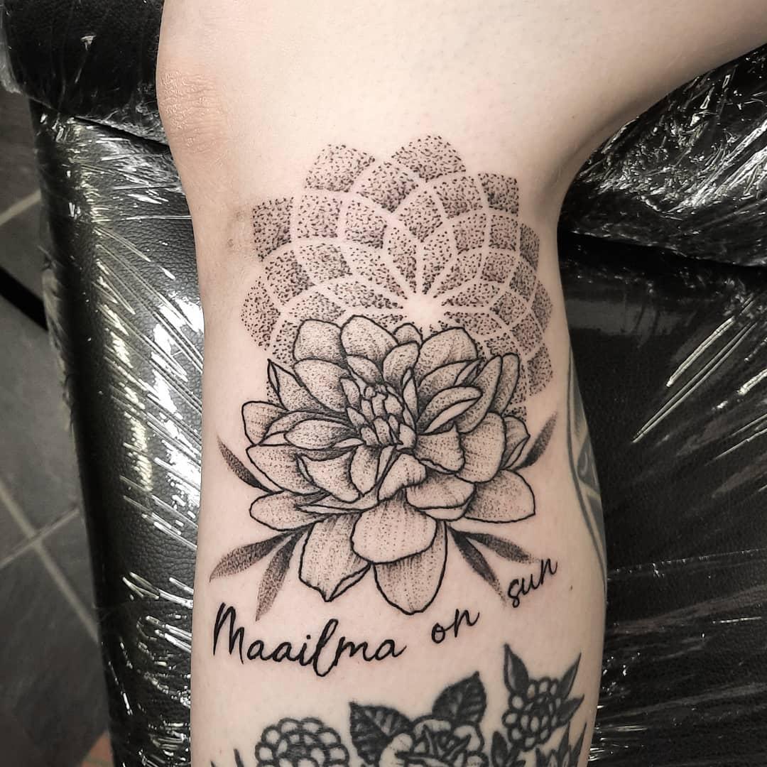 Delicate Dahlia Tattoo -aestas_ventus