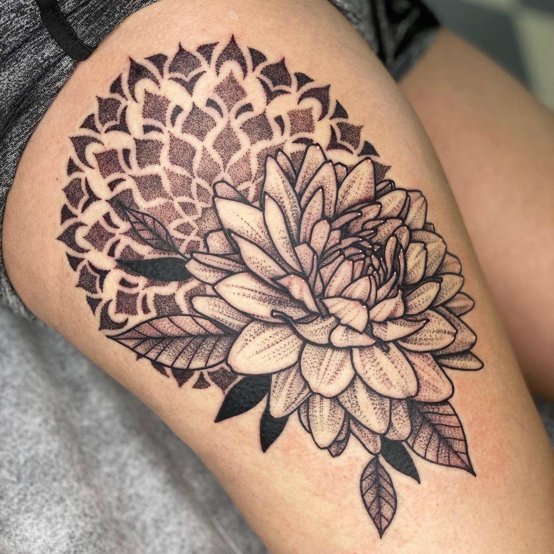 Dahlia Thigh Tattoo -tattoosbydelan