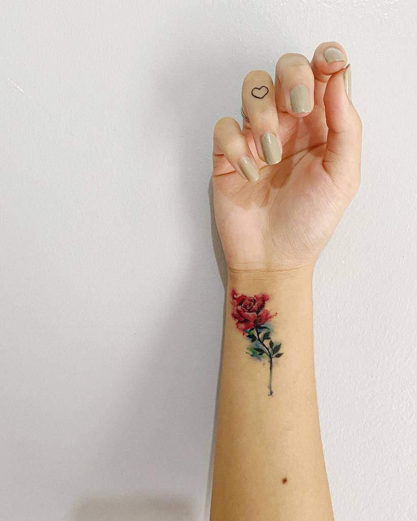 Delicate Flower Wrist Tattoos kriziaolpindo