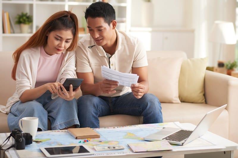 Diskutieren-Sie-Ihr-Budget-für-Reisen-mit-einem-Partner-ohne-Abbruch