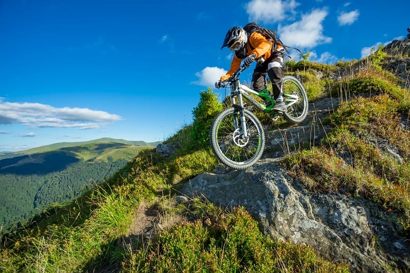 Downhill-Mountain-Biking-Extreme-Sports-Ever-Man-Needs-to-Experience