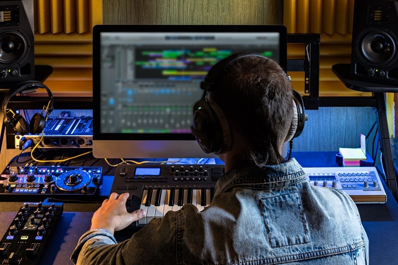 Electronic-Music-Producing-Hobbies-For-Men