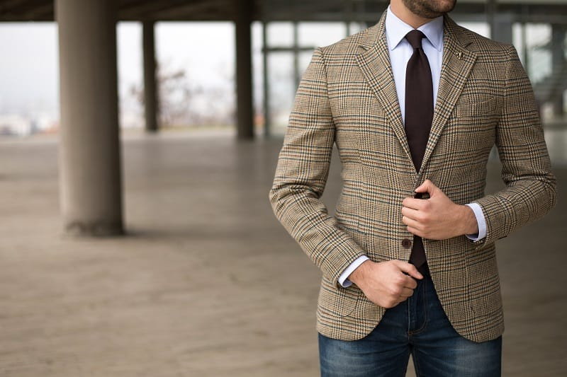 Get-a-suit-jacket-thats-half-lined-or-unlined-Beat-Scorching-Summer-Heat
