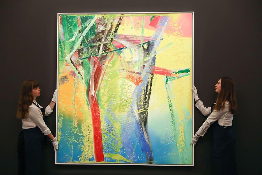 Kuratoren, die mit Kunstwerken umgehen