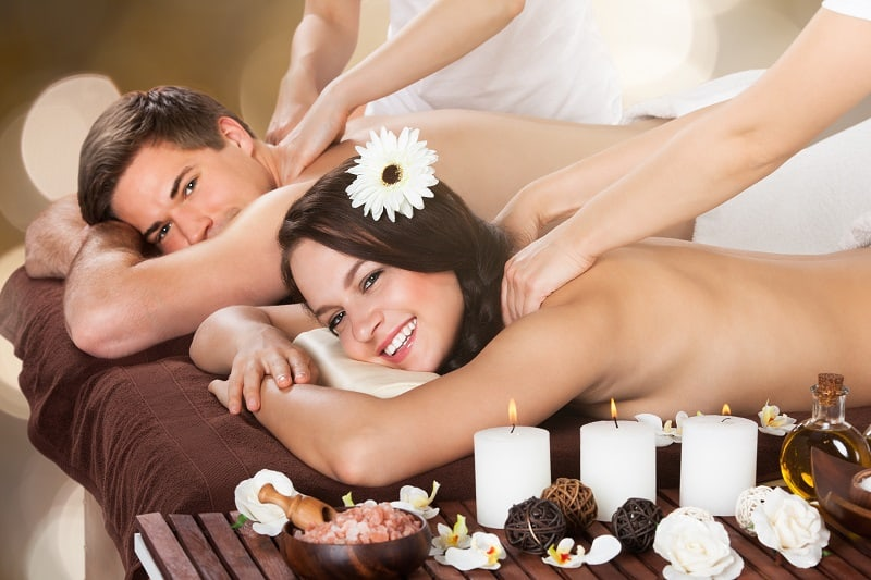 Go-for-a-Couples-Massage-Together-To-Keep-The-Romance-Alive