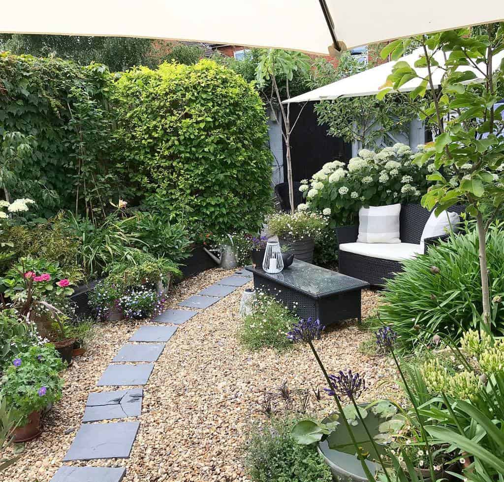 Gravel Patio Garden Ideas -the_past_it_rebel