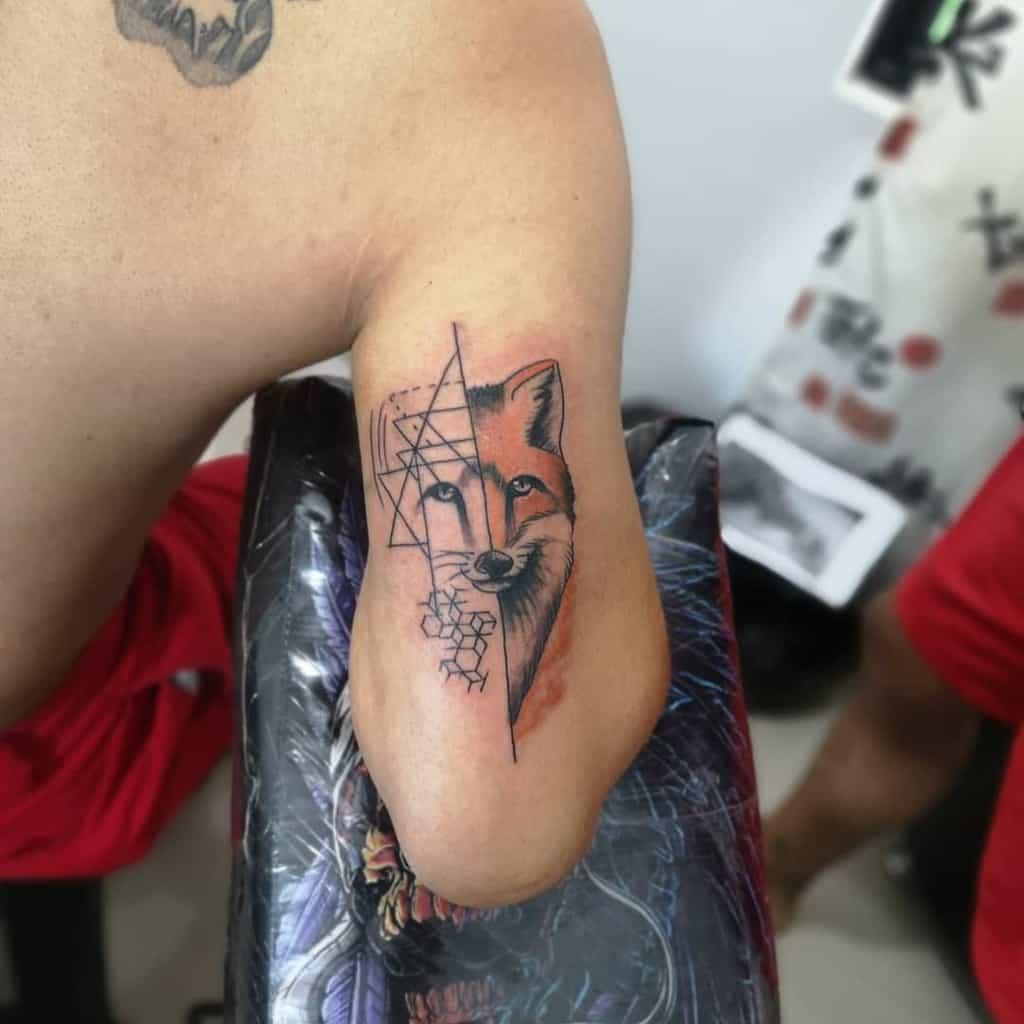 Half Geometric Fox Tattoo diego.cardona.o