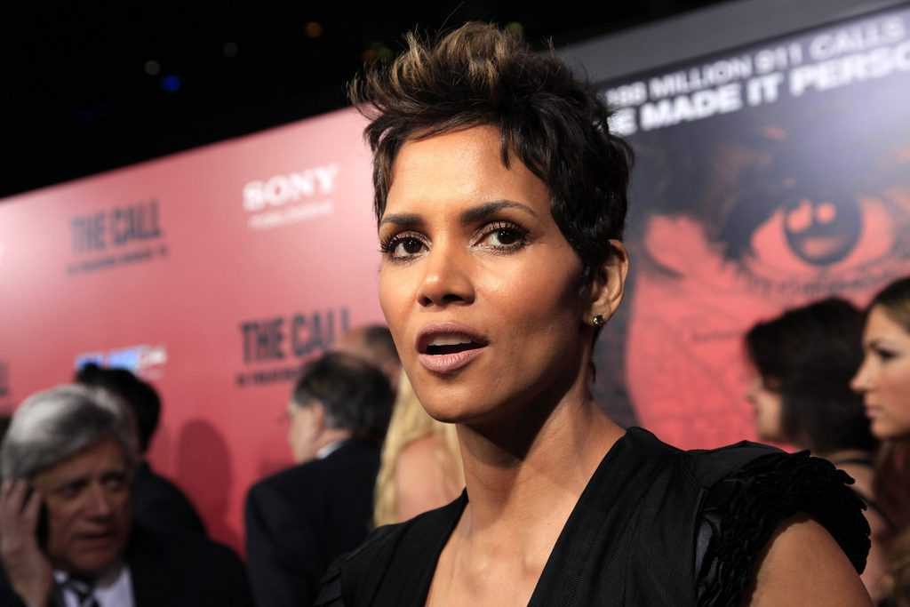 Halle Berry Film Opening With Short Hair