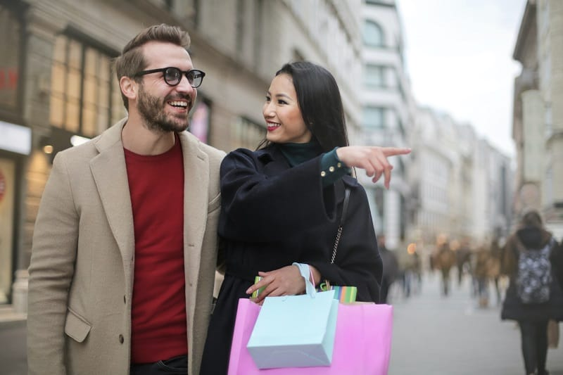 Have-goals-and-invite-her-to-be-a-part-of-them-How-To-Treat-A-Woman-To-Keep-Her