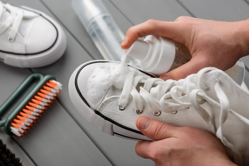 How-To-Clean-White-Leather-Sneakers