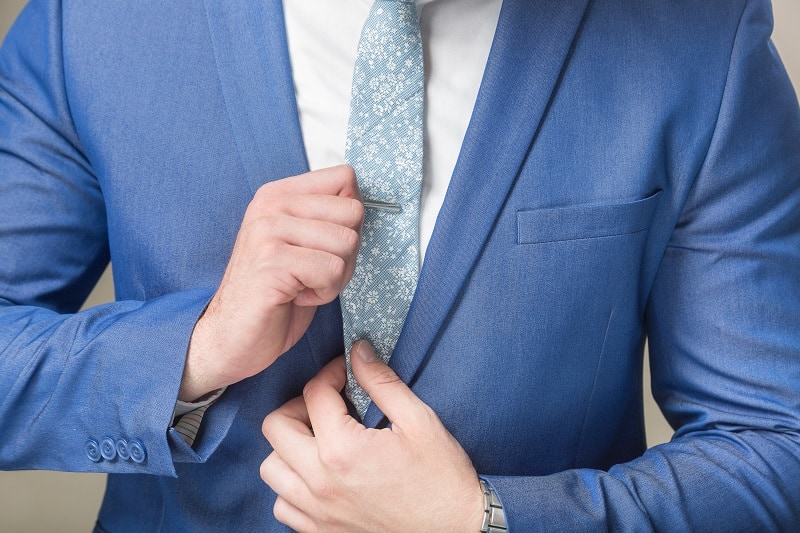 How-To-Wear-a-Tie-or-Tie-Bar