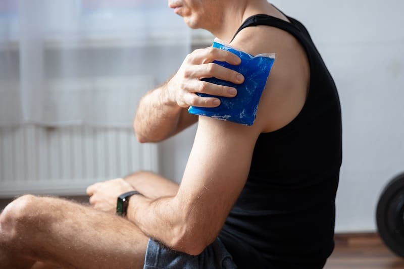 Ice-packs-and-Warm-Compresses-If-You-Feel-Tired-and-Sore-After-Working-Out