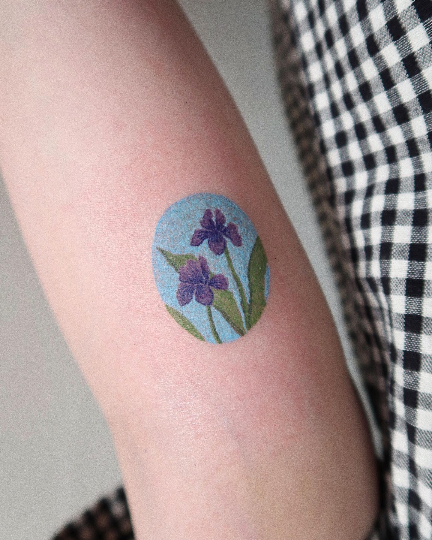 Small Iris Tattoo -mulgyeoltt
