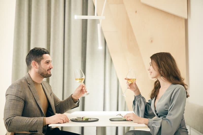 Keep-Your-Drinks-at-the-Same-Level-On-First-Date