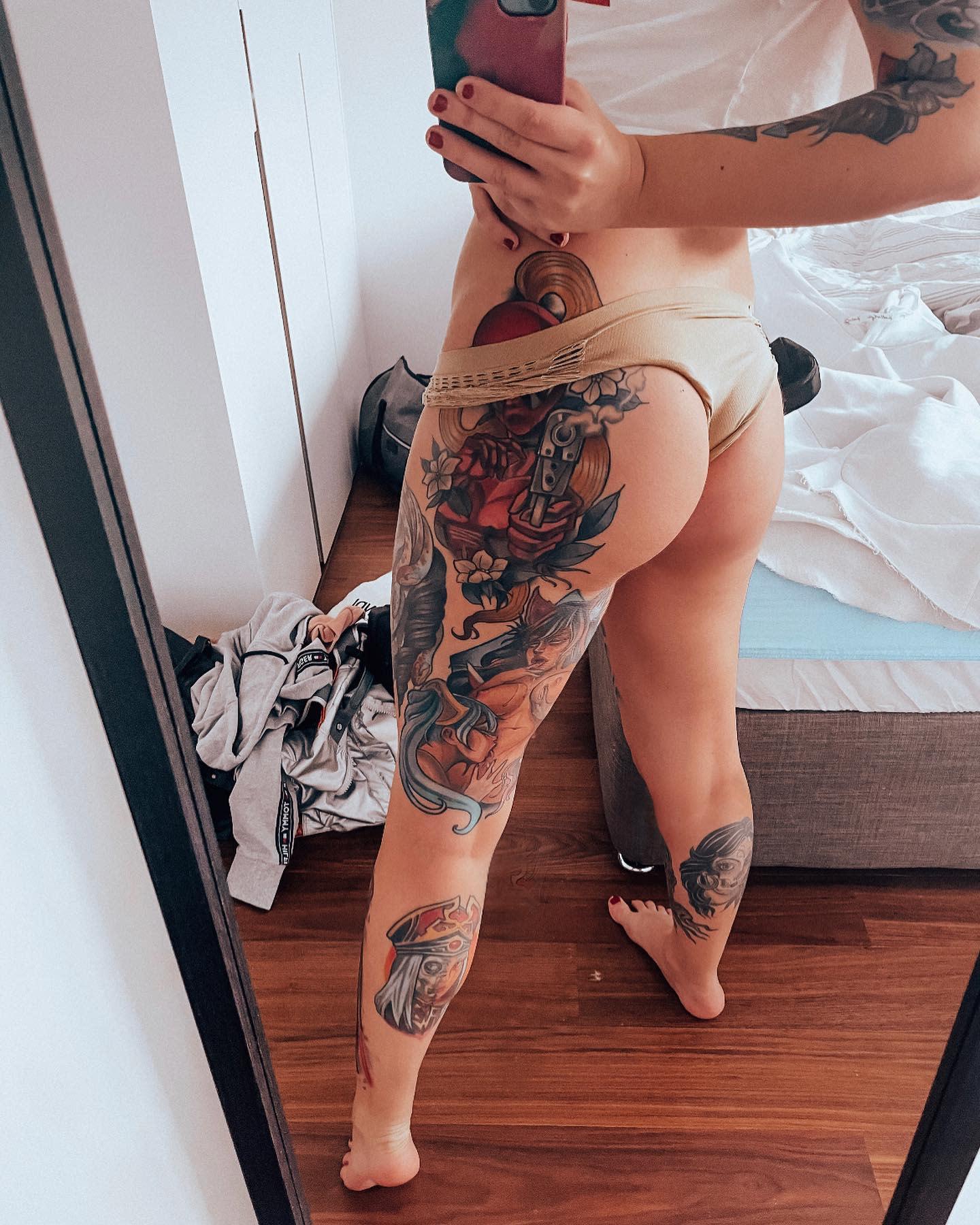 League of Legends Leg Tattoo -kafike