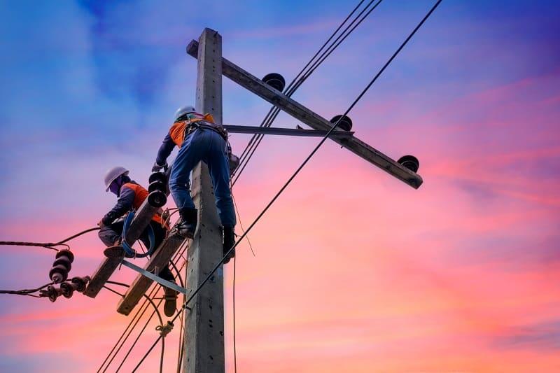 Lineman - Outdoor Jobs For Outdoorsmen