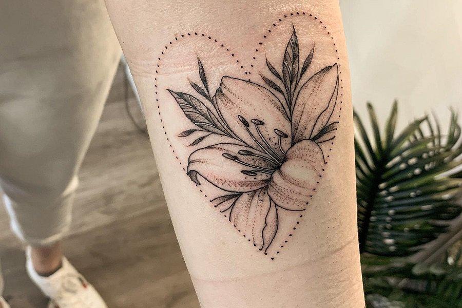 Linework Lily Tattoo Sophieelizabethtattoo Fi