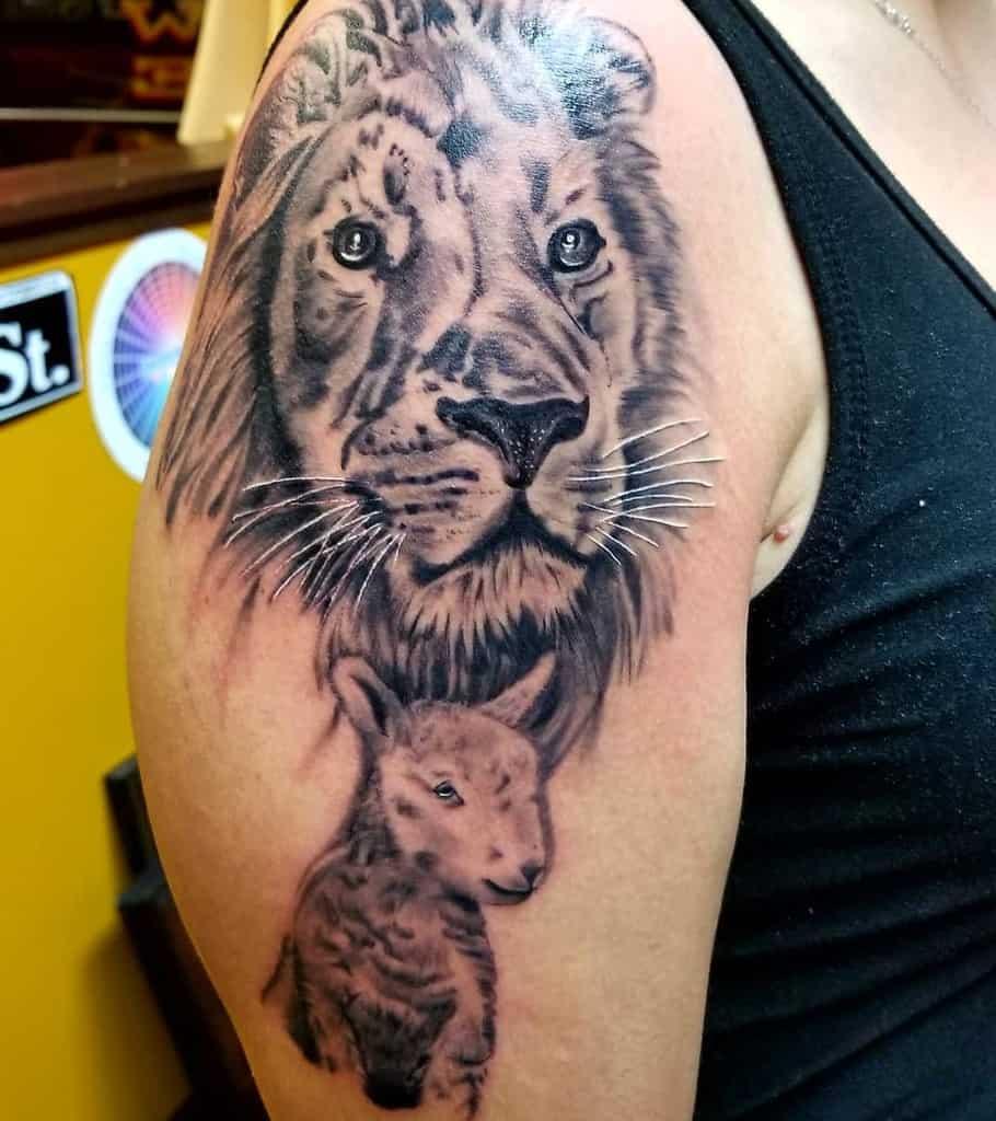Lion and Lamb Shoulder Tattoo 2 villaricaink