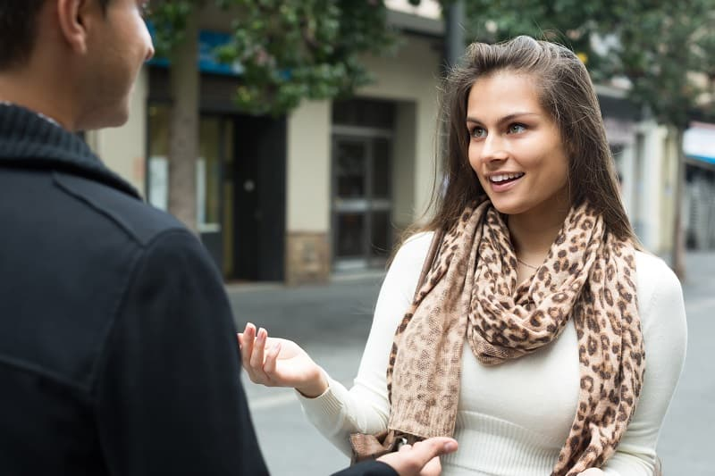 Make-Regular-Contact-With-Female-Strangers-Way-To-Approach-Women-In-The-Real-World