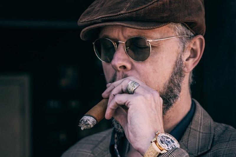 How To Smoke A Cigar Like An Aficionado – Cigars 101
