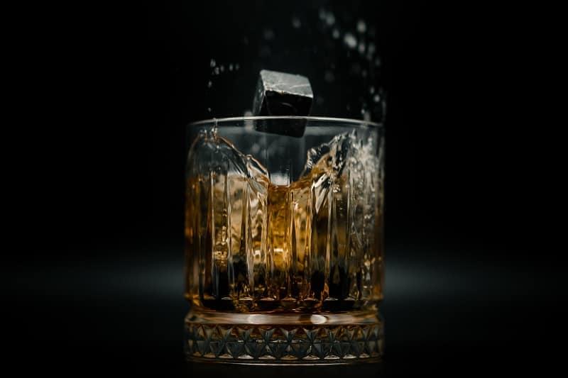 Massiver-Unterschied-zwischen-Whisky-und-Eis