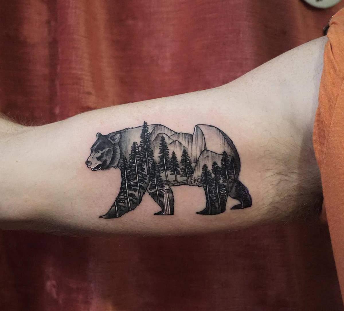 Mountain Black Bear Tattoo kayandaya