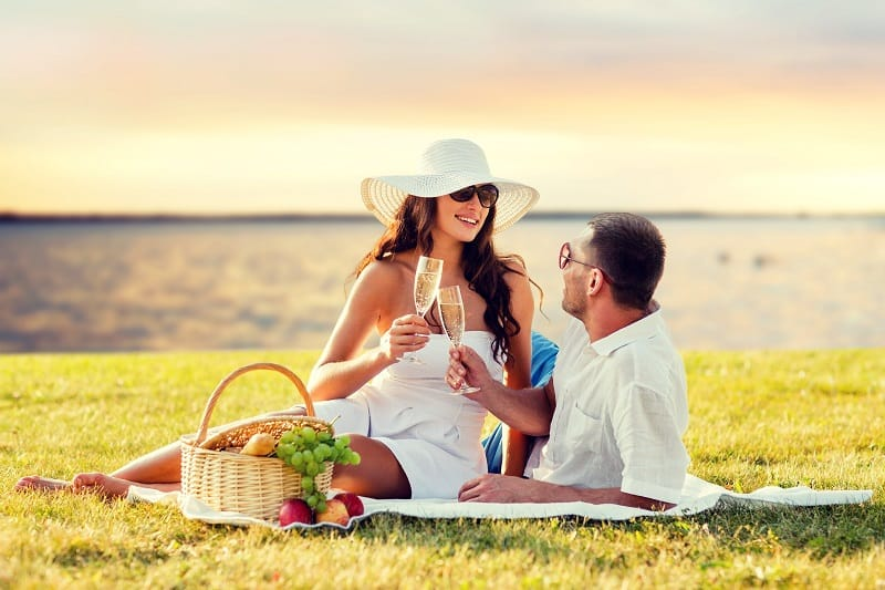 Organise-a-Picnic-Valentines-Day-Date-Ideas