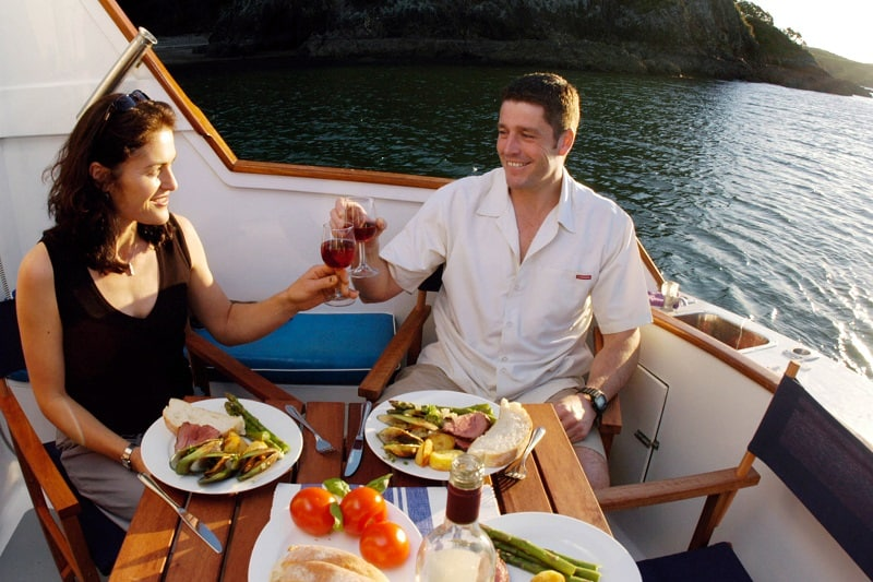 Participate-Dinner-Cruise-To-Keep-The-Romance-Alive