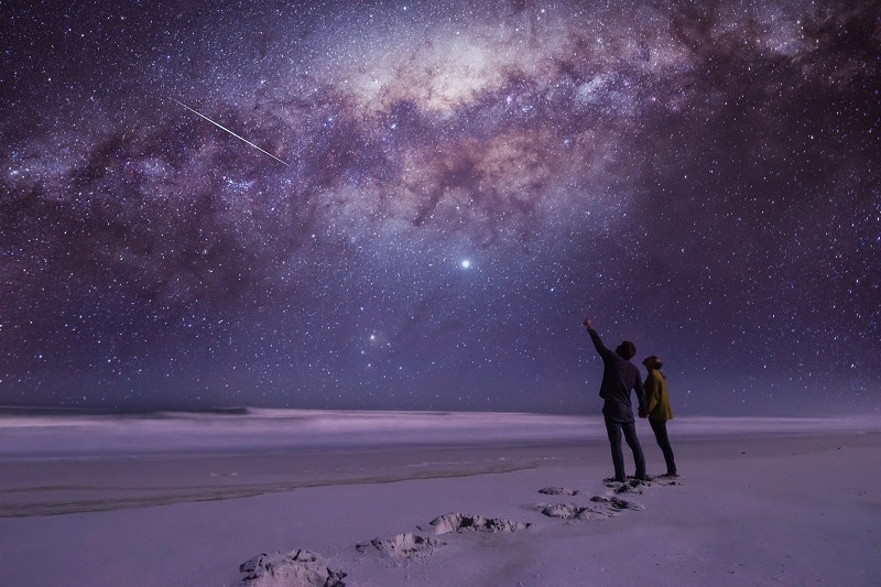 Participate-in-a-Stargazing-Evening-To-Keep-The-Romance-Alive