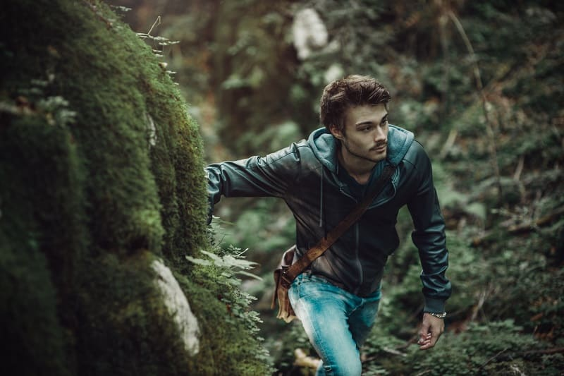 Protecting-yourself-from-wild-animals-How-To-Survive-In-The-Woods