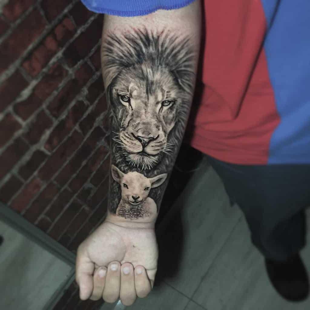 Realistic Lion and Lamb Tattoo engenhariatattoo